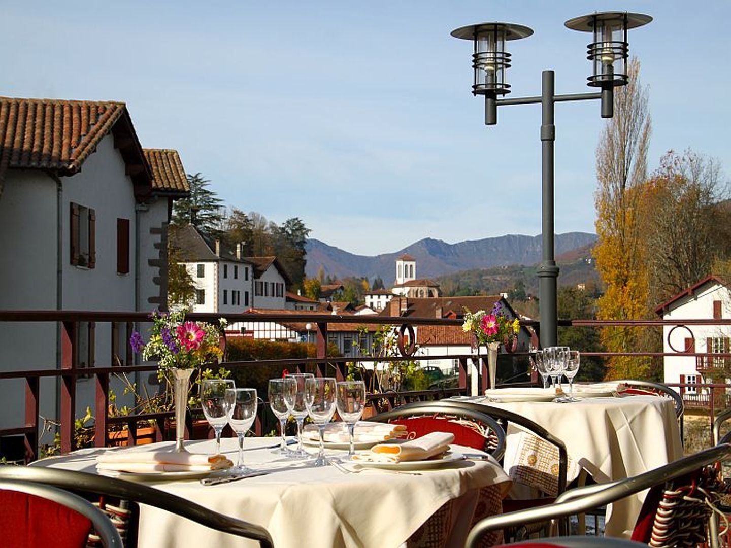 Restaurant le central saint jean pied de port 64 for Camping st jean pied de port avec piscine
